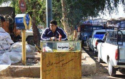 www.dustaan.com عکس/ قهرمان کشتی جهان برای امرار معاش سمبوسه فروشی میکند!
