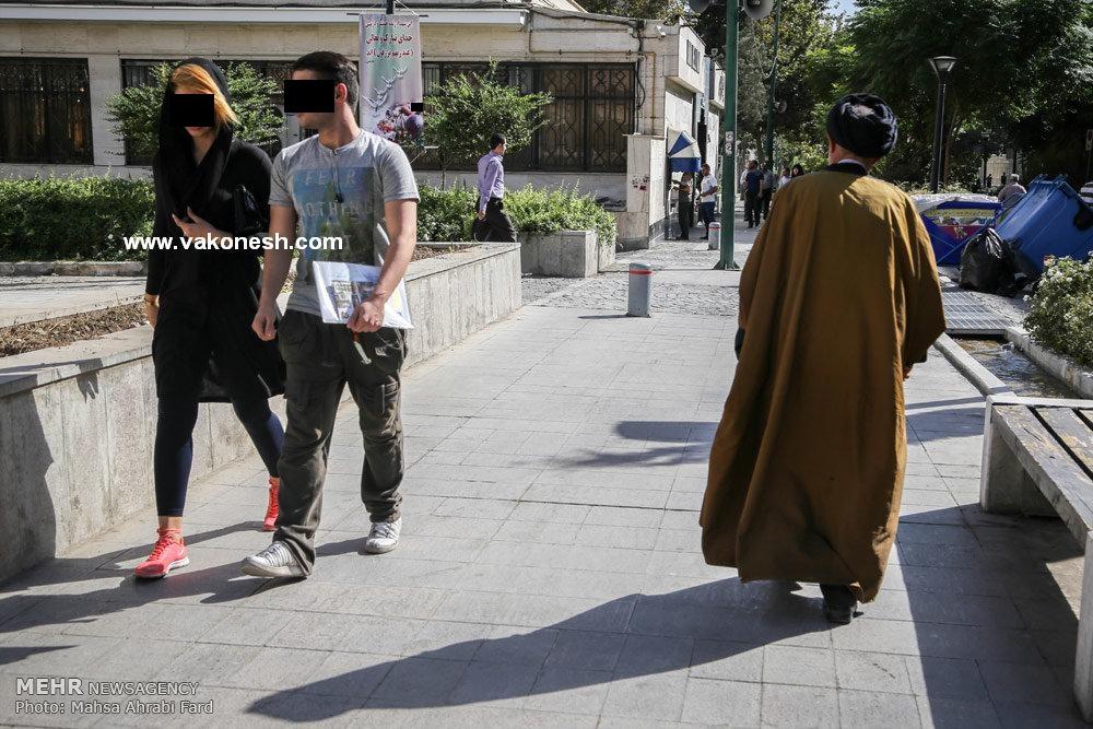 عکس/ پوشش بد دختر تهرانی جلوی یک روحانی