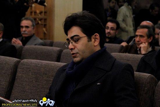 www.dustaan.com-آزاده نامداری و فرزاد حسنی در مراسم ختم ارجمند1
