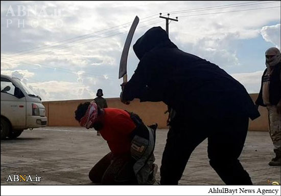 www.dustaan.com تصاویر گردن زدن وحشیانه ۴ مرد توسط داعش +18