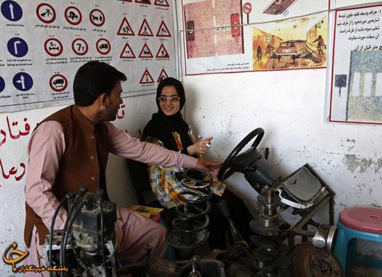 www.dustaan.com عکس/ آموزش عجیب رانندگی به زنان در افغانستان!
