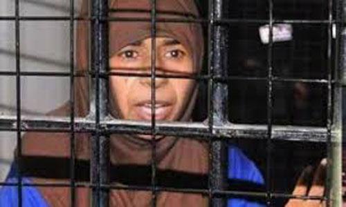 عکس/ واکنش تروریست های داعش به اعدام زن محبوبشان!