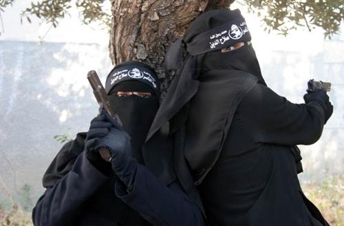 www.dustaan.com تصاویر/ دختران مبارز در غزه