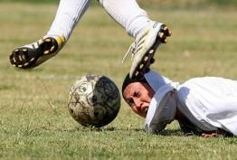 www.dustaan.com یک گل فوق العاده زیبا از فوتبالیست دختر ایرانی! +فیلم