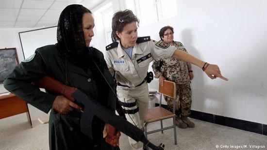 www.dustaan.com تصاویر/  زنان نظامی افغان