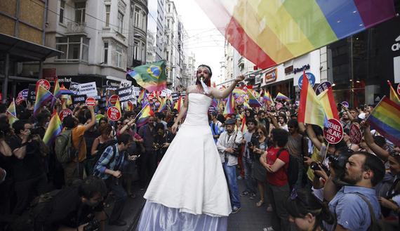 www.dustaan.com تصاویر/ اولین ازدواج همجنس گرایان در ترکیه!