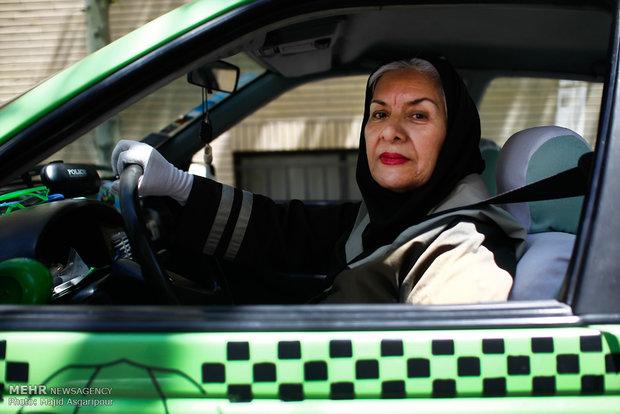 www.dustaan.com تصاویر/ خانم بازیگری که راننده تاکسی شد