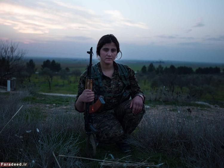 www.dustaan.com تصاویر/ عکاس زن ایرانی در پادگان زنان کرد