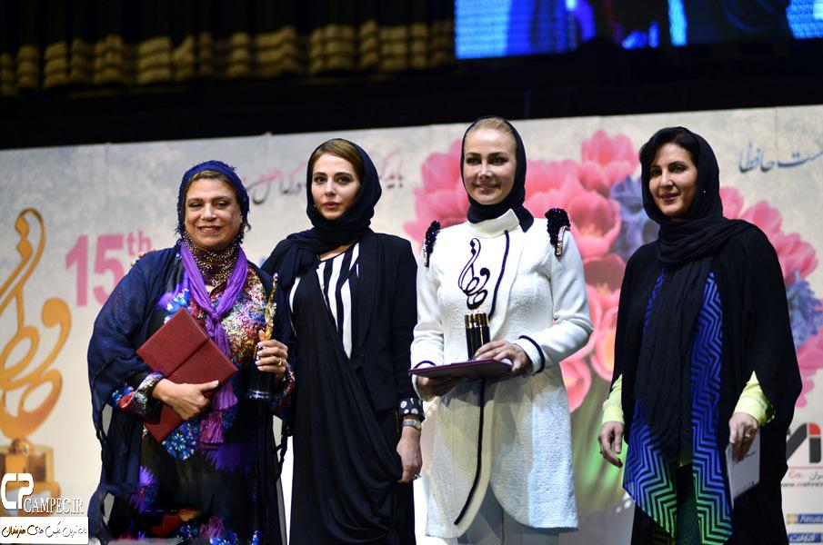 تصاویر/ تیپ های زننده بازیگران زن ایرانی در مراسم جشن حافظ