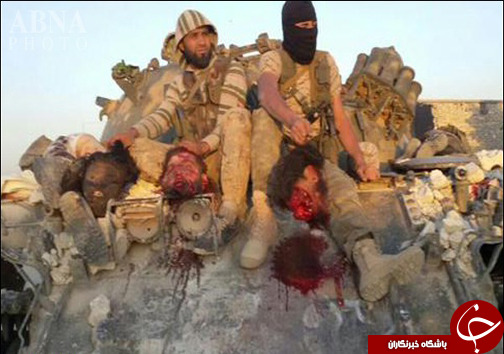 www.dustaan.com تصاویر/ عکس یادگاری عناصر جبهه النصره با سرهای داعشیها! (فقط +۱۸)