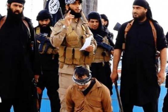 فیلم/ اعدام وحشیانه 4 سوری توسط داعش (+18)