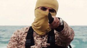 تصویری دلخراش از بریدن سر مرد مصری توسط داعش +۱۸