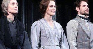 عکس/ خواستگاری از بازیگر زن در هنگام اجرای تئاتر!