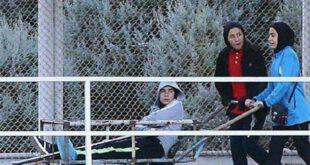 تصاویر: فوتسال بانوان ایران, حمل بازیکن مصدوم با گاری!