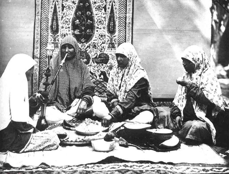 www.dustaan.com تصویری از یک مهمانی زنانه در عهد قاجار