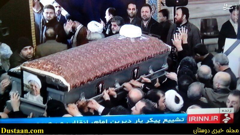 www.dustaan.com عکس: پیکر ایت الله هاشمی بر دوش تشییع کنندگان