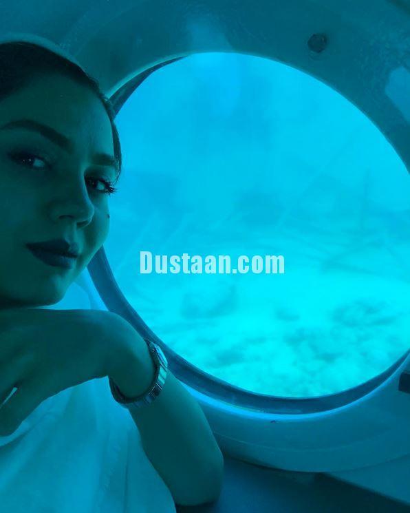 www.dustaan.com عکس: ازاده زارعی در زیر دریایی!