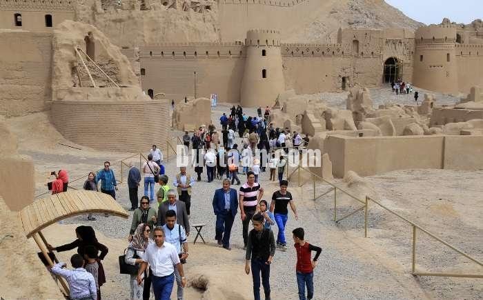 www.dustaan.com تصاویر: حضور گردشگران در بخش حاکم نشین ارگ بم