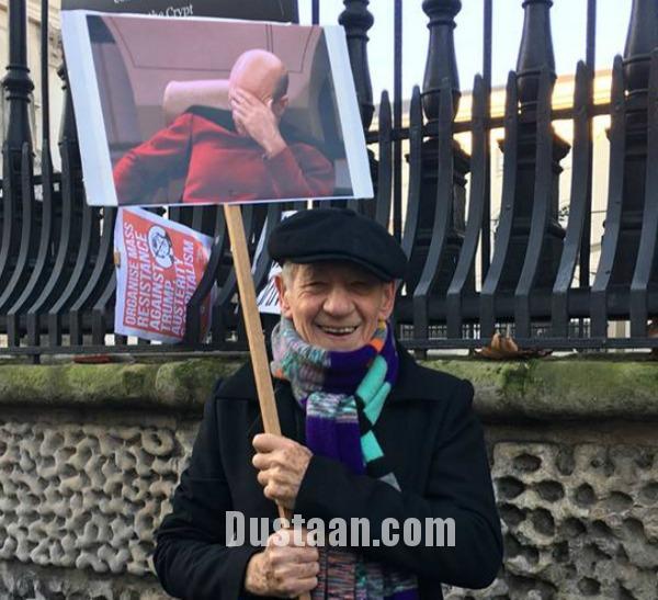 www.dustaan.com تابلوهایی عجیب در دستان معترضان ترامپ! +تصاویر