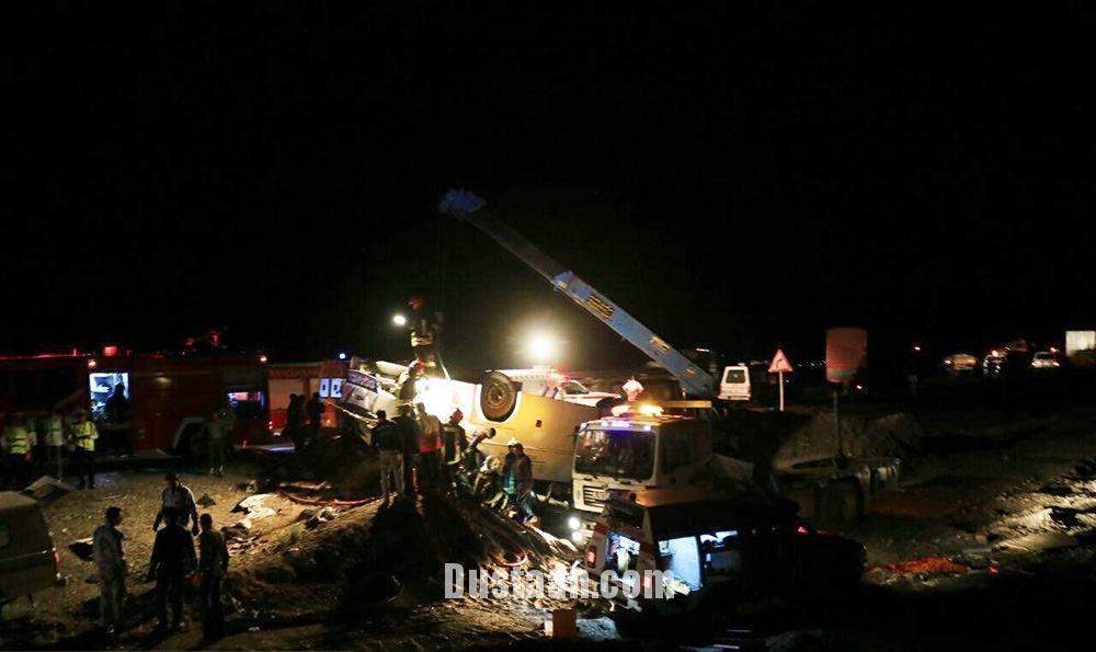 www.dustaan.com 7 کشته و 21 زخمی در واژگونی اتوبوس در سبزوار +تصاویر