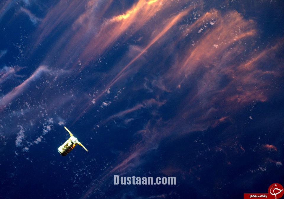 www.dustaan.com عکس: غروب خورشید از فضا