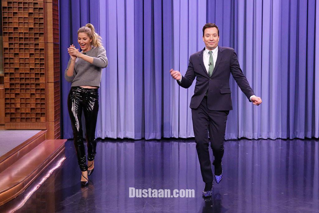www.dustaan.com وقتی در برنامه زنده مجری مرد با کفش پاشنه بلند راه می رود! +تصاویر