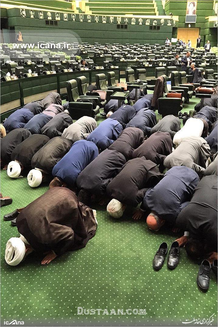 www.dustaan.com عکس: نماز جماعت نمایندگان در صحن علنی مجلس
