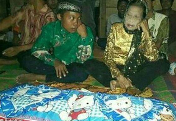 www.dustaan.com ازدواج جنجالی نوجوان ۱۶ ساله با پیرزن ۷۱ ساله +تصاویر