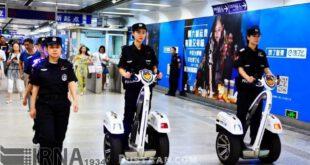 پلیس ویژه در متروی چین/عکس