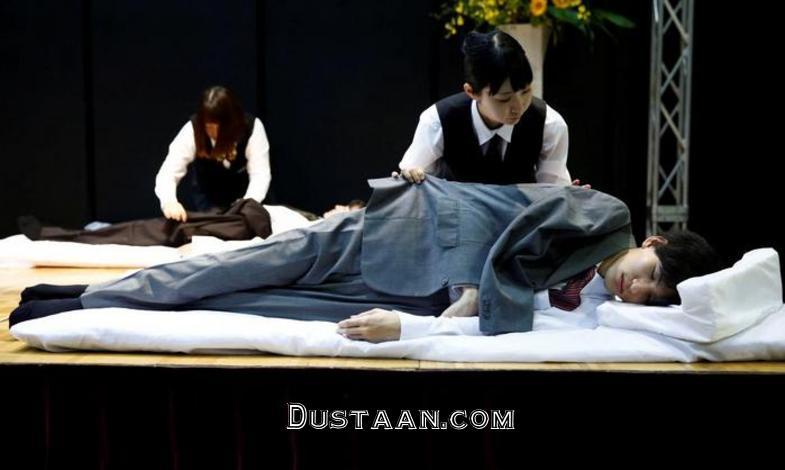 www.dustaan.com مسابقه عجیب پوشاندن لباس به مردگان در ژاپن! +تصاویر