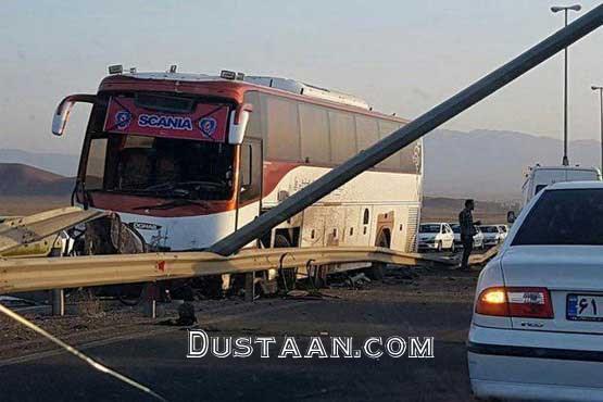 www.dustaan.com برخورد اتوبوس با گاردریل در آزادراه تهران   قم