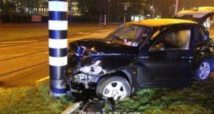 تصادف شدید فوتبالیست معروف با تیر برق +تصاویر