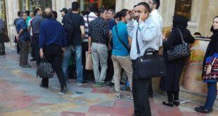 تشکیل صف برای خرید دلار +عکس