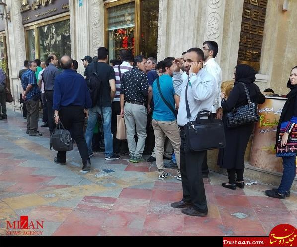 www.dustaan.com عکس: تشکیل صف برای خرید دلار