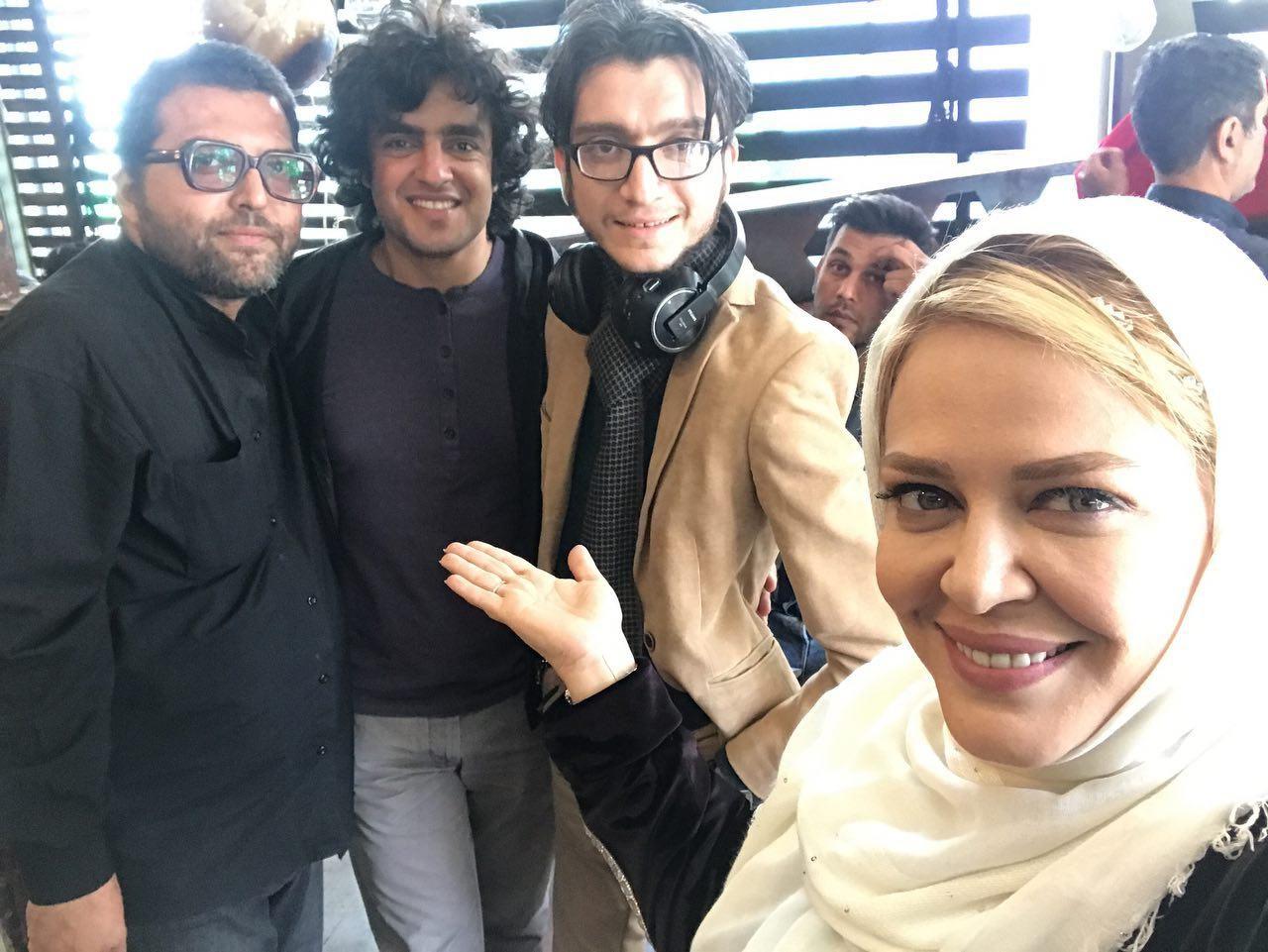 www.dustaan.com سلفی های دیدنی «بهاره رهنما» در پشت صحنه «آقای سانسور»