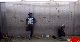 نماز خواندن یک هوادار در حاشیه دربی 85 +عکس