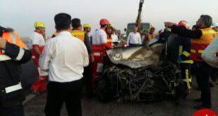 تصادف شدید کامیون تریلر با اتوبوس در اتوبان قم - کاشان +تصاویر
