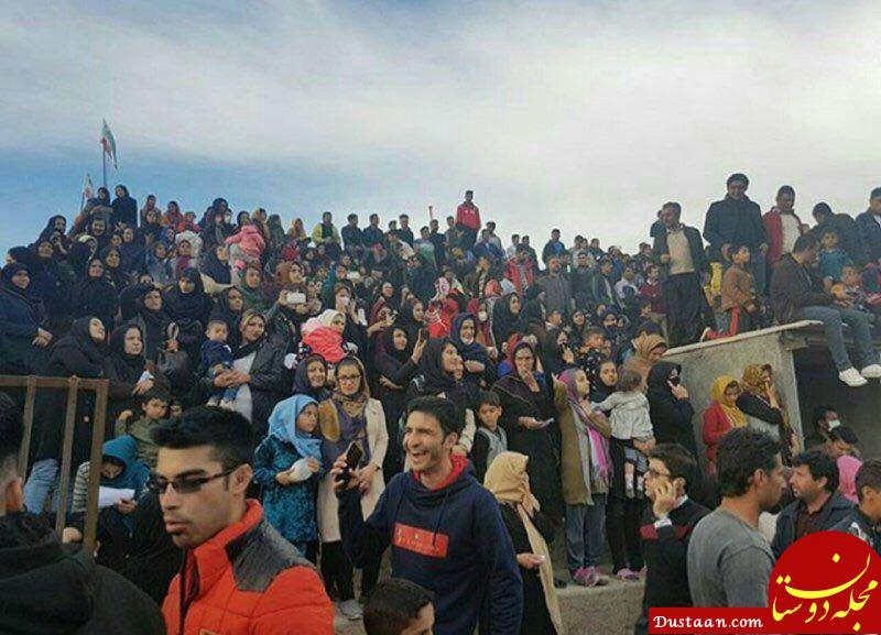 حضور زنان و مردان در استادیوم سرپل ذهاب برای تماشای مسابقه فوتبال