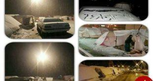 مردم مناطق زلزله زده شب برفی را زیر چادر گذراندند
