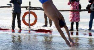 مسابقات شنا در آب های یخ زده چین! +تصاویر