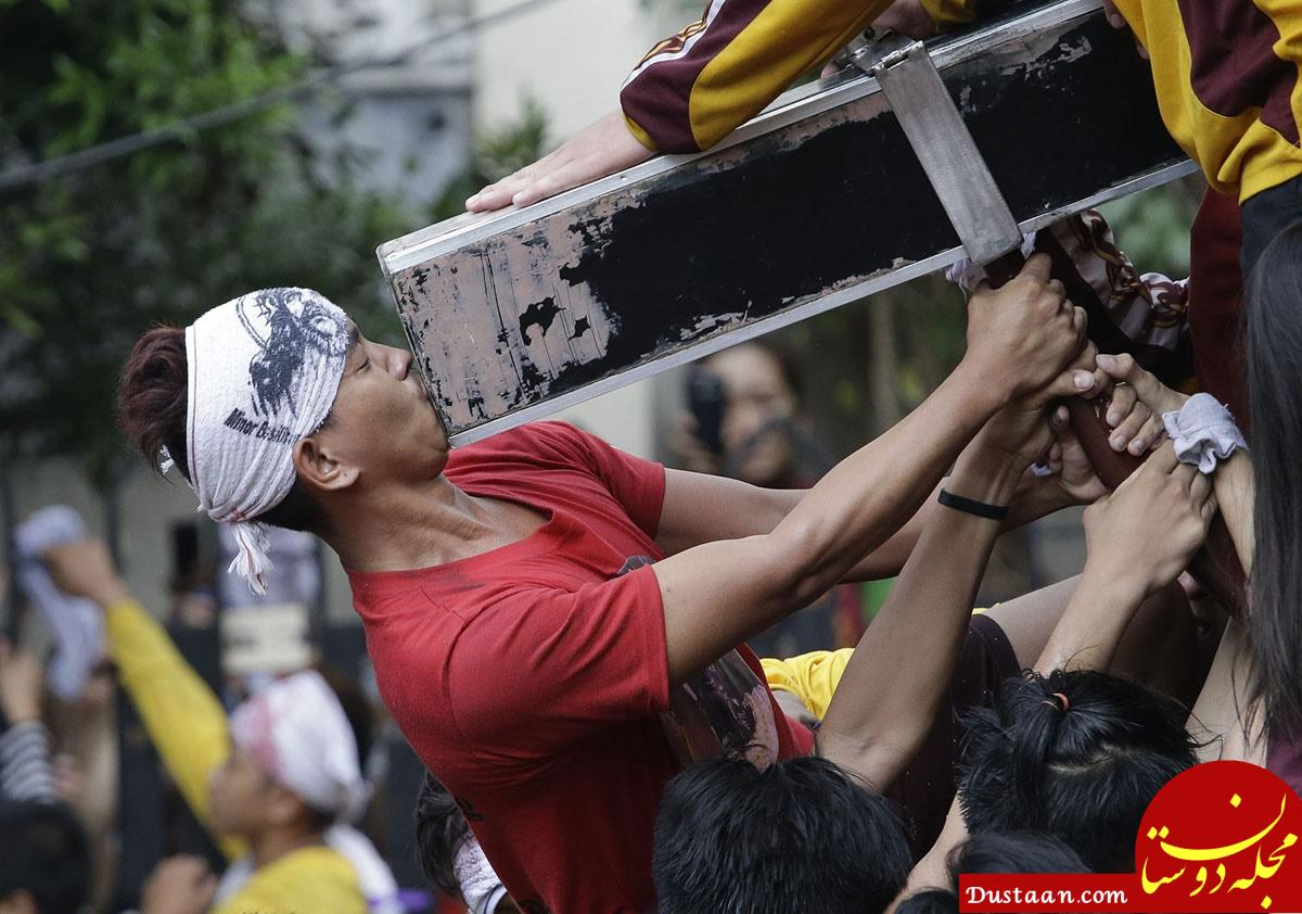 www.dustaan.com لمس مجسمه چوبی عیسی مسیح به قیمت جان! +تصاویر