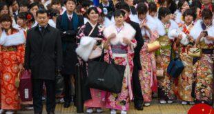 برگزاری جشن بلوغ برای دختران 20 ساله ژاپنی! +تصاویر