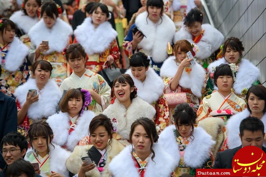 www.dustaan.com برگزاری جشن بلوغ برای دختران 20 ساله ژاپنی! +تصاویر