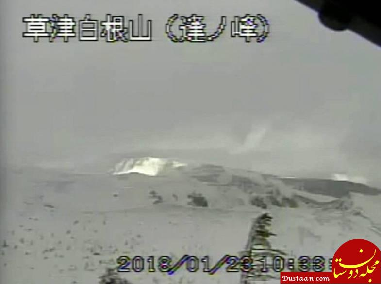 www.dustaan.com فوران غیرمنتظره آتشفشان پوشیده از برف در ژاپن +عکش