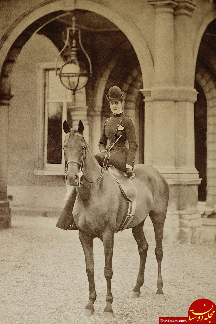 www.dustaan.com نحوه عجیب نشستن زنان شاهزاده و اشراف بر روی اسب! +عکس