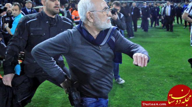 www.dustaan.com مدیر باشگاه در اعتراض به تصمصم داور با اسلحه به او حمله کرد! +عکس