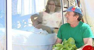 این زن بخاطر بیماری 13 سال است که در قفس زندگی می کند! +تصاویر
