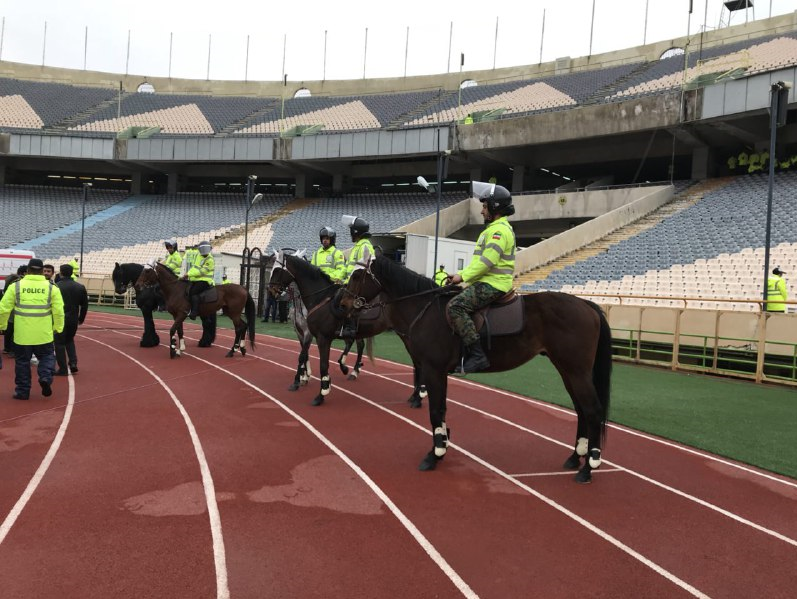 www.dustaan.com پلیس های اسب سوار در ورزشگاه آزادی +عکس