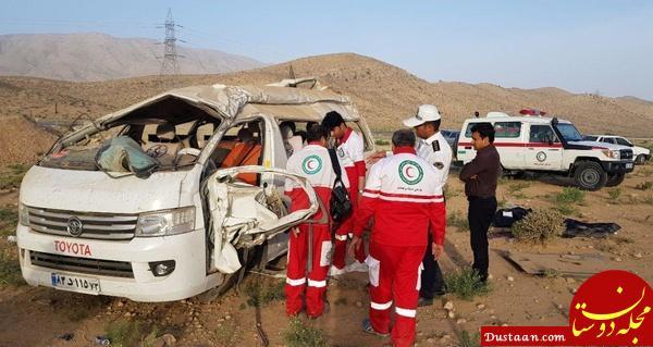 www.dustaan.com عکس: واژگونی ون در فارس ۲ کشته برجای گذاشت