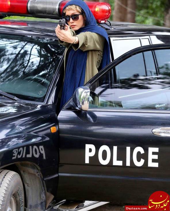 www.dustaan.com ژست عجیب خانم بازیگر در ماشین پلیس! +عکس